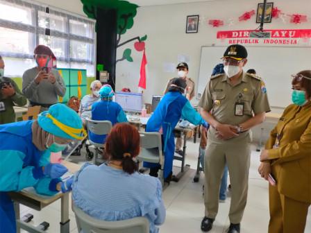 200 Elderly People in Menteng Undergo COVID Vaccination