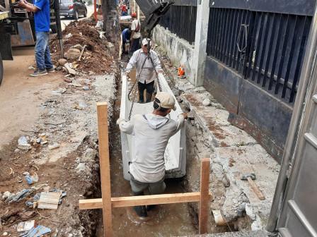Pembangunan Saluran Air di Jl Kikir Kayu Putih Capai 25 Persen