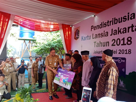 Governor Submits Jakarta Elderly Card