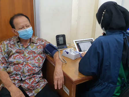 COVID-19 Vaccine Given to 216 Elderly People in Pademangan