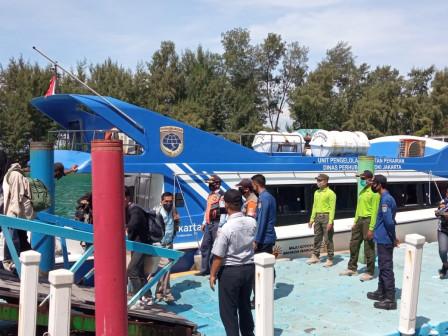 Penumpang Kapal di Dermaga Utama Pulau Tidung Diawasi Ketat