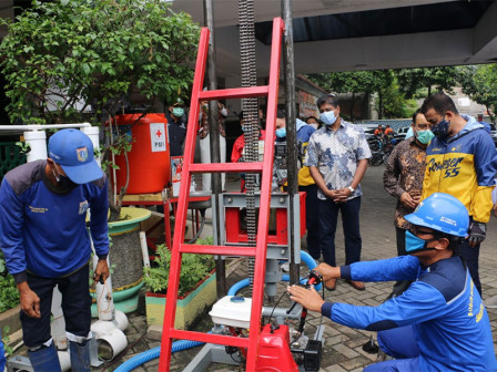 East Jakarta Government Receives Drilling Machine Through CSR