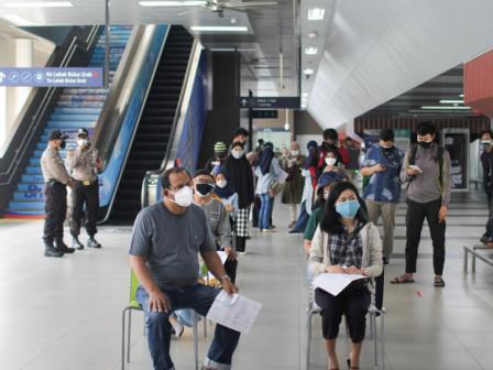 Sentra Vaksinasi COVID-19 di Stasiun MRT Blok A Layani 1.864 Warga Sasaran
