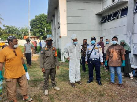 Camat Kepulauan Seribu Selatan Monitoring Penyembelihan Hewan Kurban
