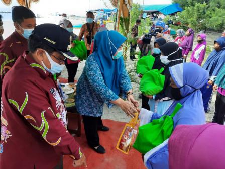 TP PKK Kepulauan Seribu Gelar Baksos Bagi Lansia Pulau Untung Jawa