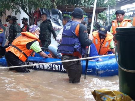 Flood Emergency Response, East Jakarta Satpol PP Deploys 300 Personnel