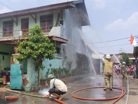 Rumah Berlantai Dua di Asrama Brimob Pulogadung Terbakar