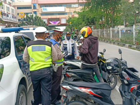 Illegal Parking, 161 Motorcyclists on Jalan Mangga Dua Raya Netted