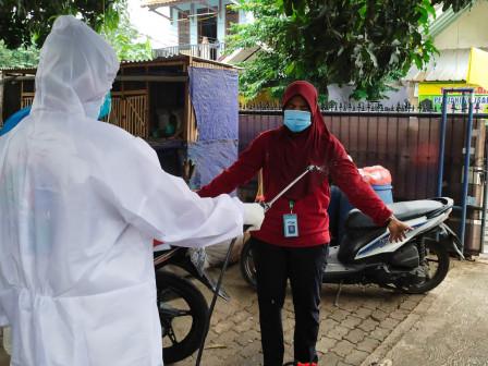 Tim Relawan Lakukan Pemulasaran Jenazah COVID di Lubang Buaya
