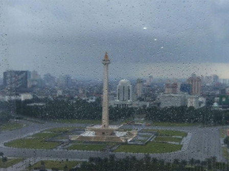 Light Moderate Rain and Thunderstorm Expected to Occur in Jakarta