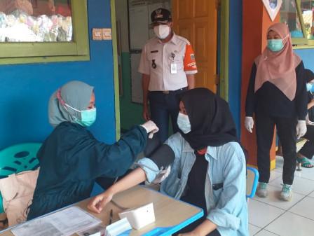 162 Peserta Divaksin Mobil Vaksinasi Keliling di Cilandak Timur
