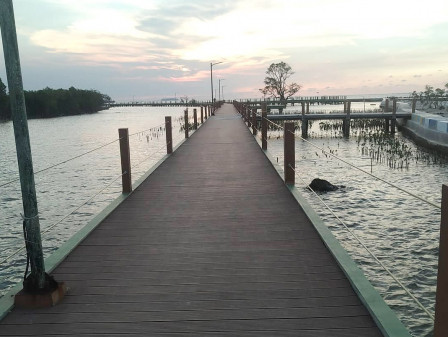Perbaikan Tali Pengaman Jembatan Pengantin Pulau Untung Jawa Rampung