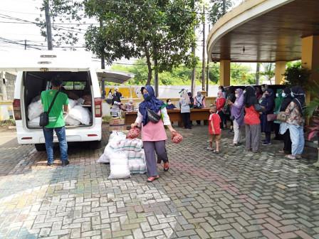 Mitra Tani Cheap Food Bazaar Held at Kalideres Urban Village Office