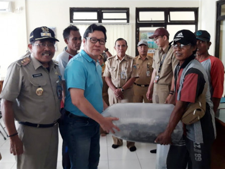 Thousand Fingerlings Distributed to Fish Farming Groups in Thousand Islands