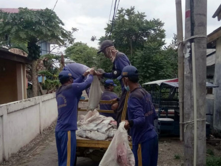 SDA Personnel Clean Channels at RW 01 Untung Jawa Island