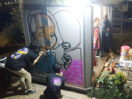 Two Pasar Jaya Stalls on Jl. Purworejo Beautified with Mural Painting