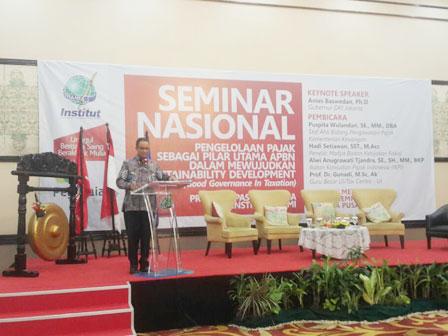 Anies Becomes Keynote Speaker in Taxation Seminar