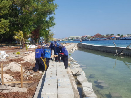 Safety Embankment on Karya Island Being Developed