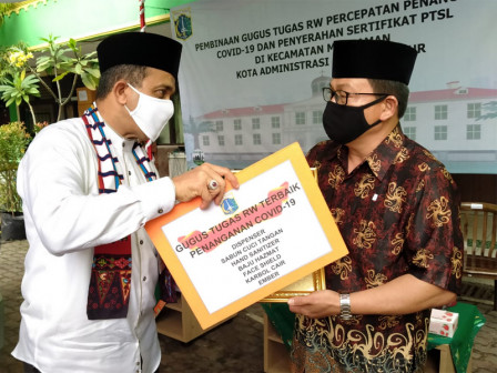 Top 10 RW COVID-19 Task Forces in East Jakarta Receive Awards