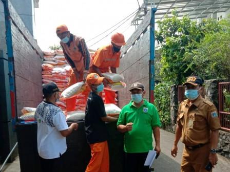 4.695 Bansos dari DKI Didistribusikan di Cilangkap