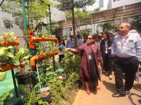 Urban Experts from 40 Countries Visit Balkot Farm