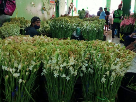 Rawa Belong Flower Traders' Income Increases in Chinese New Year