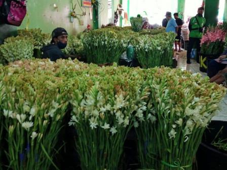 Bazar Bunga Online, Omzet Penjualan di Pasar Rawa Belong Naik Drastis