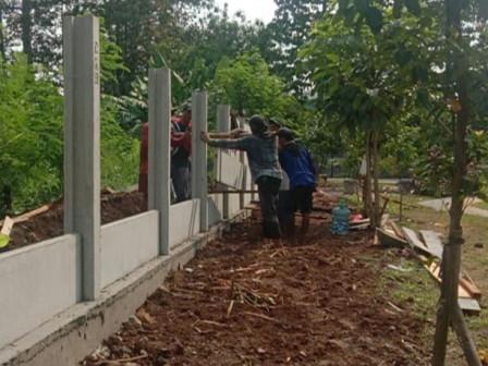 Turap dan Pagar Pengaman di TMB Al Umar 2 Dibangun