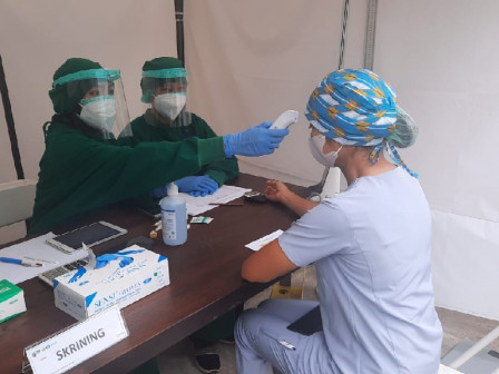 300 Health Workers in Kramat Jati Injected with COVID-19 Vaccines