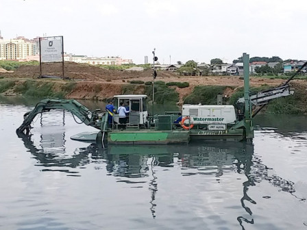 SDA Uses Watermaster to Dredge Mud Sedimentation in Ria Rio Reservoir