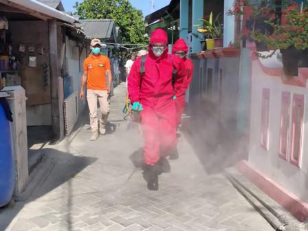 Lingkungan Warga RW 02 Pulau Harapan Didisinfeksi