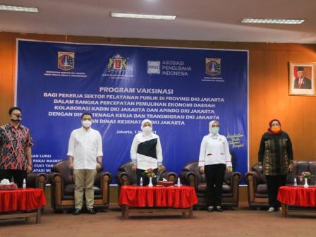 Wagub Ariza dan Menaker Ida Fauziah Ajak Pekerja Bangkit Bersama Melalui Vaksinasi COVID-19