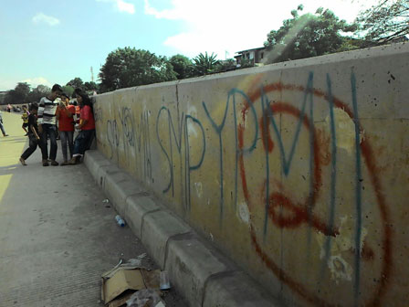 Graffiti on Parapet Wall of Ciliwung will Be Cleaned