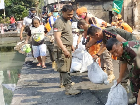 Fire Debris Left in Taman Sari Cleaned