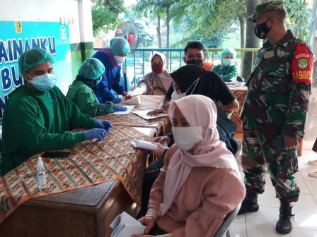 590 Warga Nimmati Layanan Vaksinasi di RPTRA Cililitan