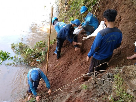 40 Personnel Deployed to Repair Collapsed Sheet Piles in Kramat Jati