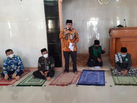 Bupati Salurkan Bantuan Untuk Masjid Al-Ikhsan Pulau Untung Jawa
