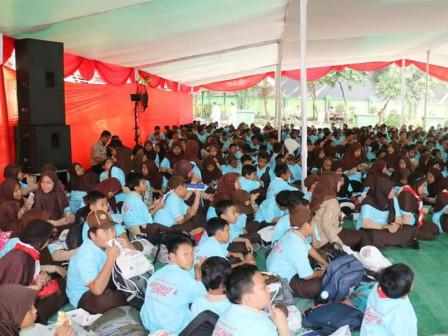 800 Elementary Students Grogol Petamburan Take Part in Gemarikan