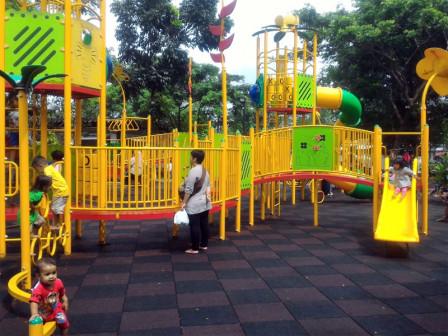 Mengintip Kecerian Anak Anak Bermain di RPTRA Bhinneka