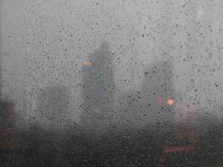 Malam Hari Hujan Disertai Kilat Akan Terjadi di Sebagian Wilayah Ibu Kota