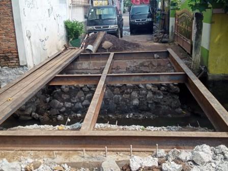 Jembatan Kali Cilangkap Mulai Diperbaiki