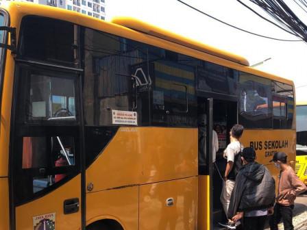 Bus Sekolah Bantu Transportasi 20.220 Peserta Vaksinasi