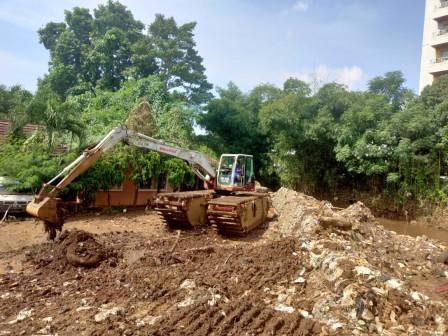 South Jakarta SDA Dredged Mud from Krukut River in Kemang III Park Area