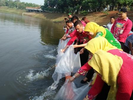 200 Thousand Fingerlings Released at Cilangkap Agrotourism Reservoir