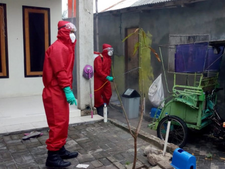 Residential Areas on Tidung Island Sprayed with Disinfectants