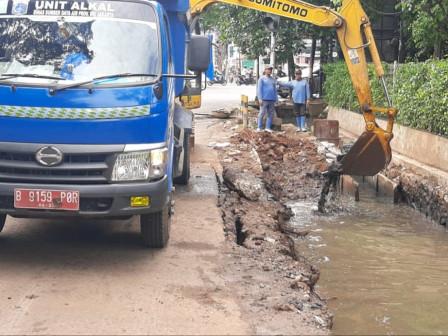 West Jakarta SDA Builds Stilling Basin on Jalan Kedoya Raya