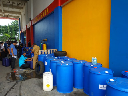 All Sub-districts in Jakarta Receive Disinfectant Liquid Aid