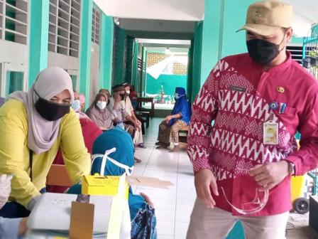 125 Warga di Kelurahan Cengkareng Barat Divaksin Dosis 1