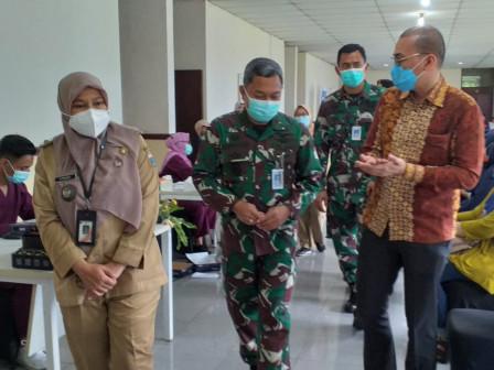 Ratusan Masyarakat Suntik Vaksin Dosis Kedua di Lakespra dr Saryanto
