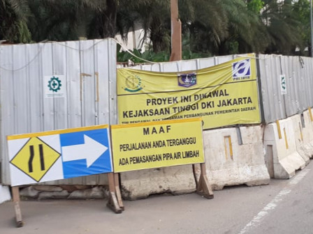 PD. PAL Builds Centralized Sewage Piping Network on Jalan Gatot Subroto
